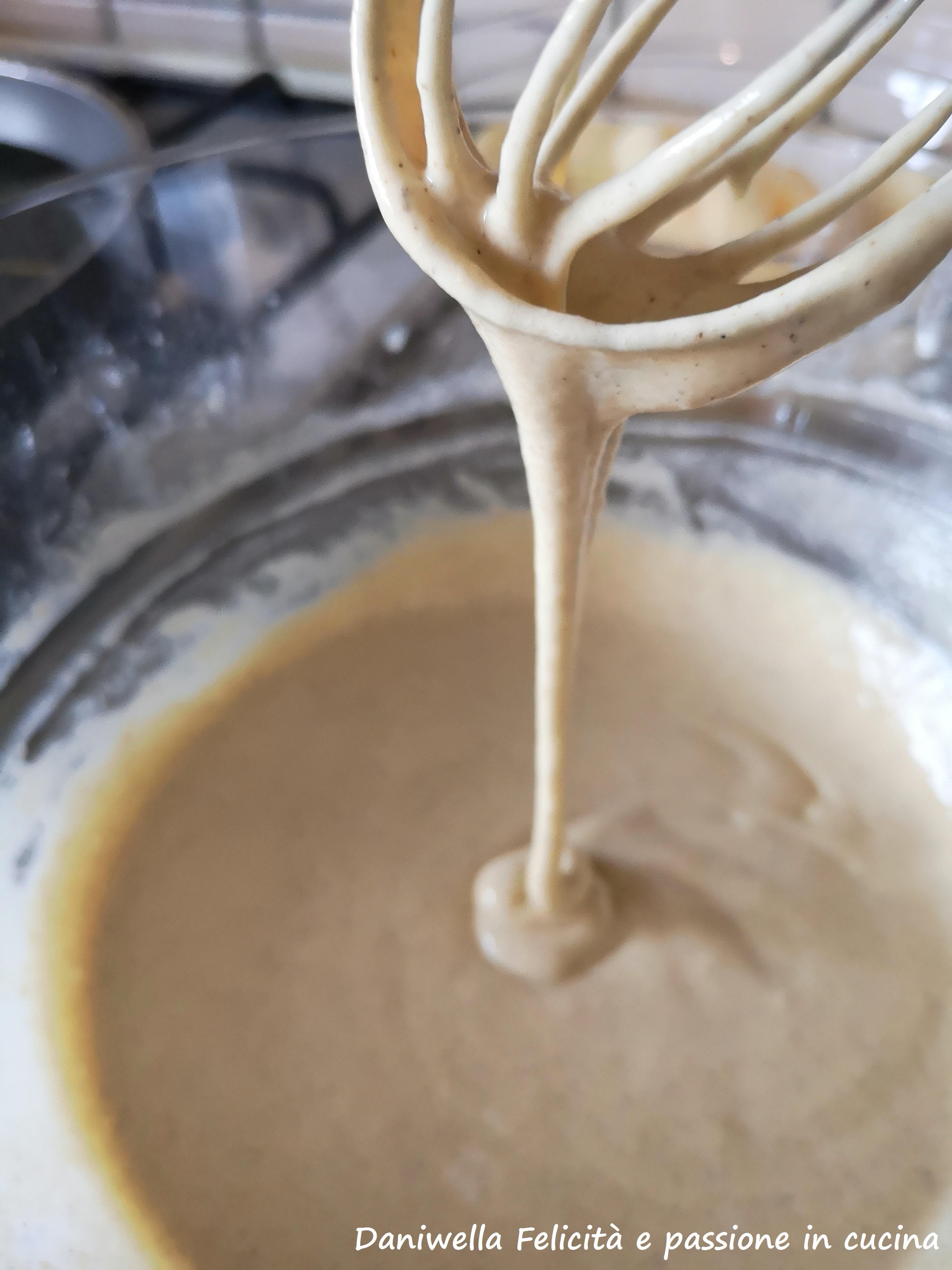 Dovete ottenere una pastella senza grumi. Fate riposare 30 minuti a temperatura ambiente.