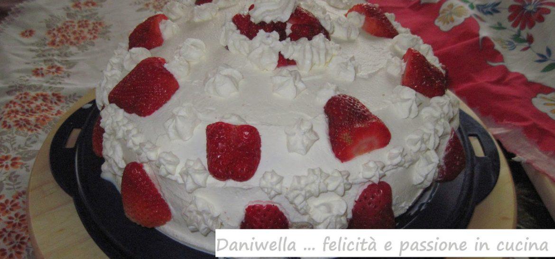 torta-con-fragole-e-panna-montata-ricetta-n-92