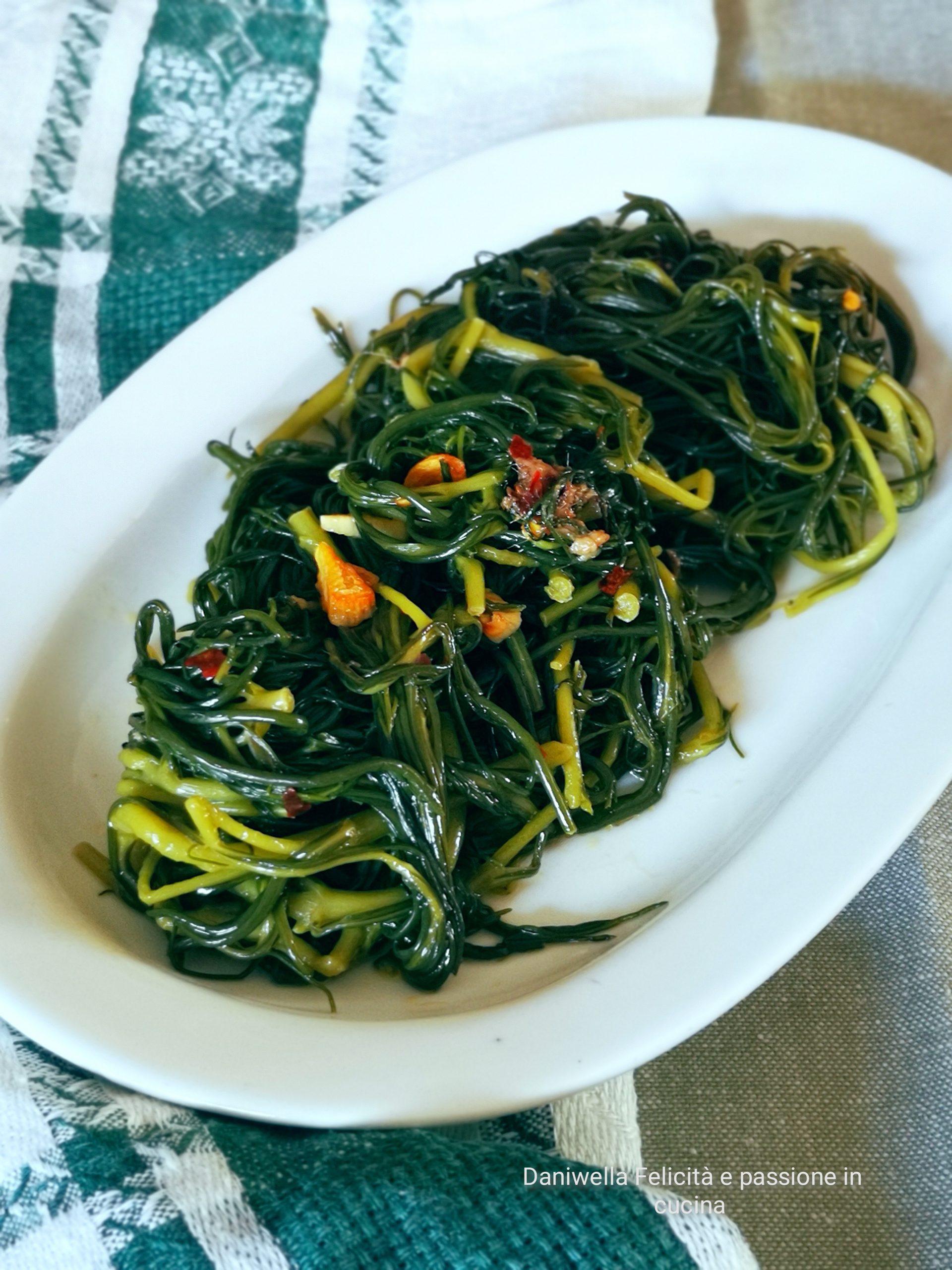 Agretti in Padella con Aglio Olio e Peperoncino – Ricetta Facile e Gustosissima