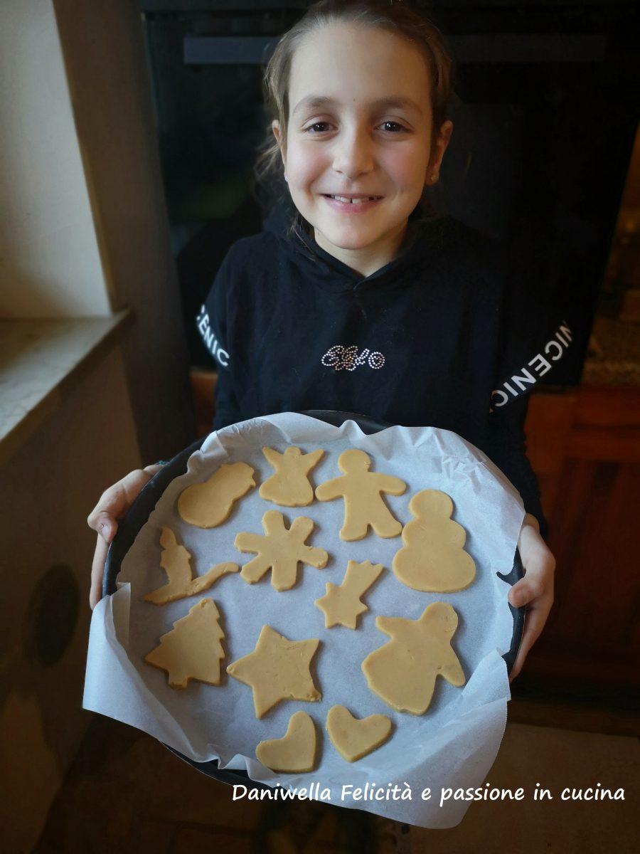 Fate raffreddare i biscotti completamente. I biscotti sono pronti per essere mangiati.