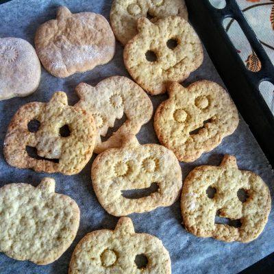 Accendete il forno a 180°. Quando sarà caldo mettete in forno le vostre le vostre leccarde per 10 minuti. Sfornate e fate raffreddare completamente i biscotti per circa 1 oretta.